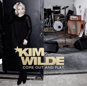 Flashback sur 2010 dans Kim Wilde 2010 albumcomeoutandplay-300x297