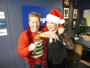 Kim Wilde sur Magic 105.4 - 25/12/2012 dans Kim sur Magic 105.4 224887_10151368117585056_1227071973_n-300x2252