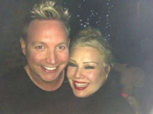 Kim Wilde improvise un petit concert dans le métro !!! 14/12/2012 dans Divers z6jar1-300x224